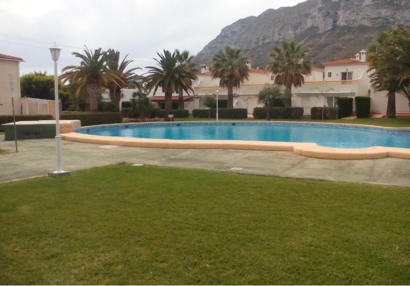 Apartamento en Dénia, con piscina yterraza.